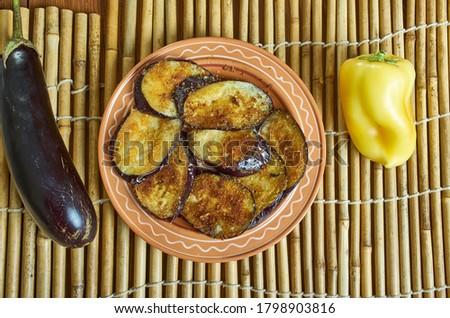 Bengali  Begun Bhaja - vegetarian recipe of shallow-fried eggplant disks Zdjęcia stock ©