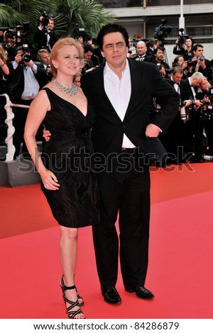 Benicio Del Toro & Laura Pickford at the closing gala ceremony at the 61st Annual International Film Festival de Cannes.  May 25, 2008  Cannes, France. Picture: Paul Smith / Featureflash