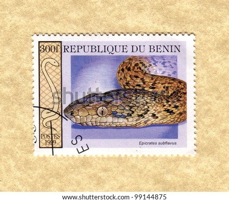 BENIN - CIRCA 1999: A stamp printed in Benin showing types of snakes, circa 1999