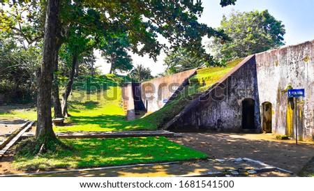 Benteng Pendem Cilacap (Dutch : Kustbatterij op de Landtong te Cilacap ), is a Dutch fortress on the coast of Teluk Penyu in the district of Cilacap , Central Java, which was built in 1861 Stockfoto ©