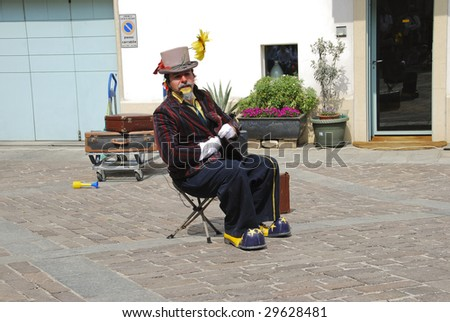 BERGAMO, ITALY - APRIL 25 : Street performer performs his act at 9° international festival of art on the street April 25, 2009 in Bergamo, Italy