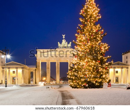 Berlin, Brandenburger Tor in winter - stock photo