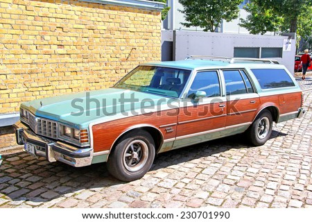berlin germany august 12 2014 american full size station wagon pontiac grand safari in the. Black Bedroom Furniture Sets. Home Design Ideas