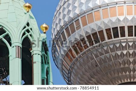 Berliner Fernsehturm und St. Marienkirche