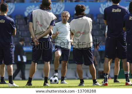 Bern - 6/6/08.   Italy Manager Roberto Donadoni at the start of their official training session at the Stade de Suisse one day before their Euro 2008 opener against Holland.  EDITORIAL USE ONLY
