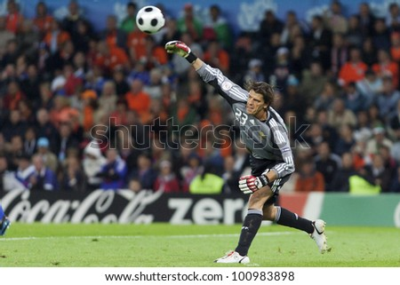 BERN, SWITZERLAND - JUNE 13:  Goalkeeper Gregory Coupet of France throws the ball during the UEFA Euro 2008 match against the Netherlands June 13, 2008 in Bern, Switzerland.  Editorial use only.
