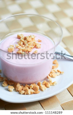 berry crumble cream dessert