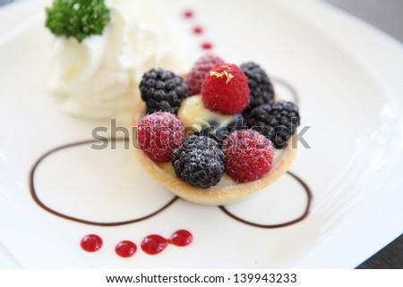 Berry tart cake