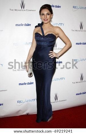 BEVERLY HILLS - JAN 16: Kelly Brook arrives at The Weinstein Company And Relativity Media\'s 2011 Golden Globe Awards Party at Beverly Hilton Hotel on January 16, 2011 in Beverly Hills, CA