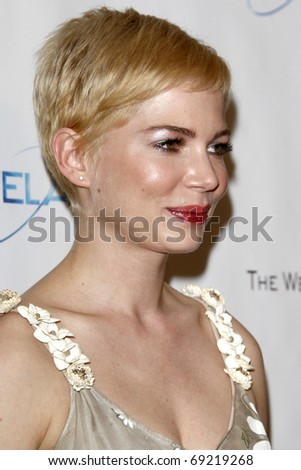 BEVERLY HILLS - JAN 16: Michelle Williams arrives at The Weinstein Company And Relativity Media\'s 2011 Golden Globe Awards Party at Beverly Hilton Hotel on January 16, 2011 in Beverly Hills, CA