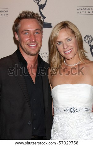 BEVERLY HILLS - JUN 24: Kyle Lowder & Arianne Zucker arriveat the TV