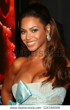 "Beyonce Knowles at the premiere of ""Dreamgirls"". Wilshire Theatre, Los Angeles, California, December 11, 2006."