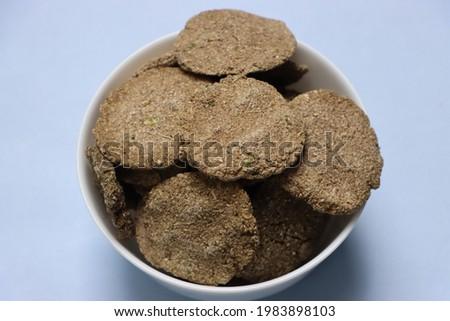 Bibadi, Bibadi, Bibdya, Bajara Vadi, Pearl millets vadi, Sundried product of millet, as Papad, traditional food or snack Stok fotoğraf ©