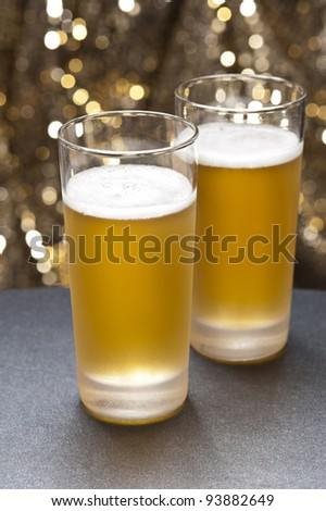 Bier glasses in front of a colorful background with little decoration