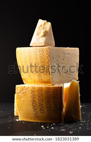 Big bits and pieces of parmigiano cheese in a dark studio setting Foto d'archivio ©