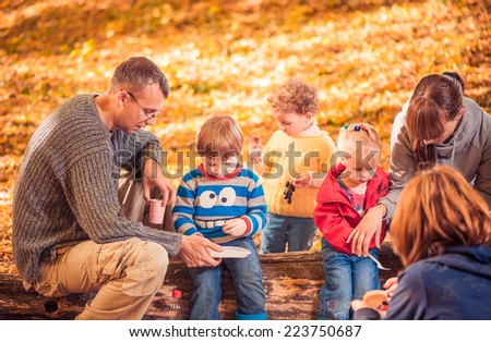 big company with kids at fall forest picnic