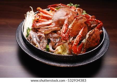 Big crab and vegetable hot pot #532934383
