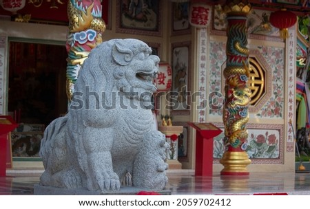 Big gray stone lion,the guardian of sacred place in east asian culture,especially in China.This one is in front of  Grand pa-Grand Ma shrine,the famous tourist attraction in Udon Thani,Thailand. Zdjęcia stock ©