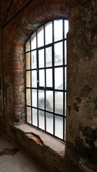 Big long window, The light comes from outside, Mosaic wall design, Old house window