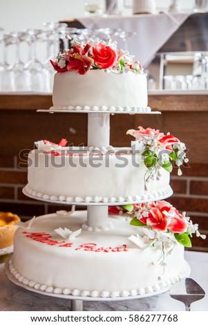 Big Wedding Cake Red White Ez Canvas