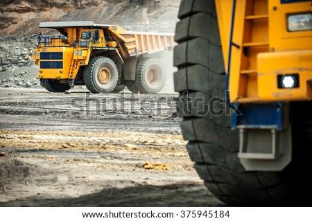 Big yellow mining truck.  Stockfoto ©