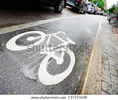 Bike lane and car queue