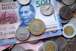 billetes y monedas mexicanas junto a dolares (blue and pink mexican bollar algon with american dollars cents and pennies) pesos vs dollar (10 pesos, 500 pesos, 5 pesos)