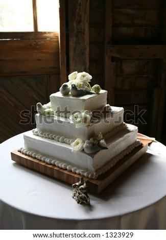 Bird decorated cake