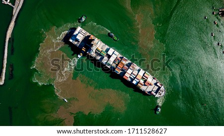 Bird's eye view of a large cargo ship swinging in shallow waters  Photo stock ©
