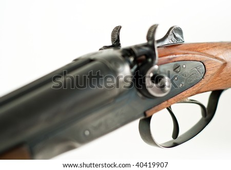 Birds and dogs engraved on the rifle for hunting