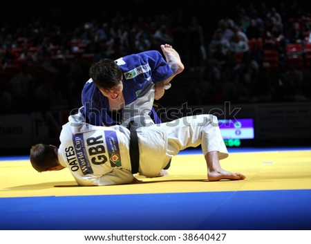 BIRMINGHAM - SEPTEMBER 19:  Leandro Cunha (R) vs Colin Oates in action in the Judo world Cup September 19, 2009 in Birmingham, England