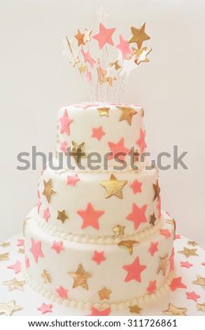 Birthday cake decorated with stars made of sugar.