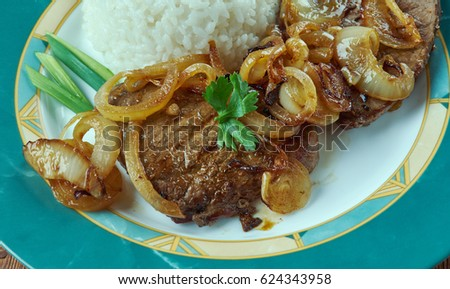 Bistec de Palomilla -  Cuban dish consisting of beef round steak marinated in garlic, lime juice, salt and pepper then pan-fried Foto stock ©