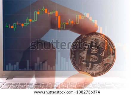 Bitcoin exchange financial chart with mam holding b itcoin. crypto exchange ticker and rise fall chart,Business and sign or symbol concept. Foto stock ©