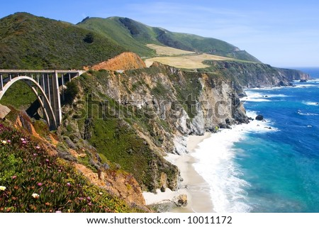 Bixby bridge in Big Sur area on the California coast with turquoise waters crashing on the shore.