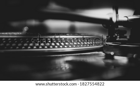 Black and white beautiful close up view of a professional DJ turntables Foto stock ©