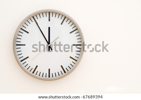 black and white generic clock showing five to twelve