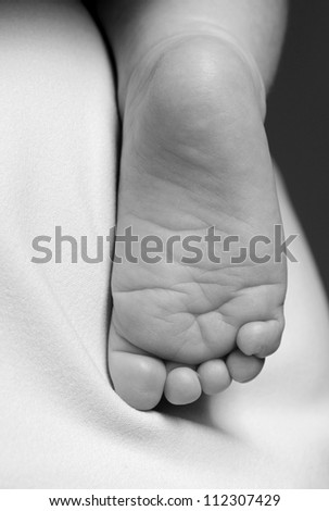 Black and white image of baby foot