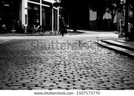Black and white picture of a cobble stoned street in the St. Pauli district of Hamburg, Germany