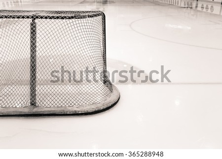 Black and white picture of a hockey net