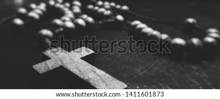 Black and white picture of a rosary chain