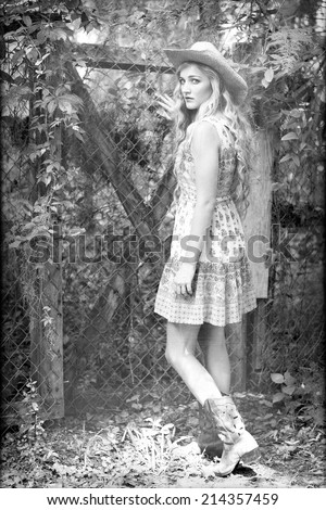 4599dc29156 Black and white portrait of a beautiful country girl with curly blonde hair  opening an ivy
