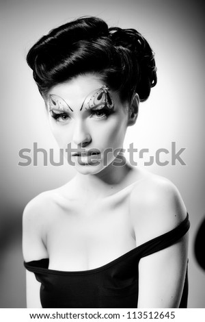 black and white portrait of a beutiful young woman with fairy tale make-up