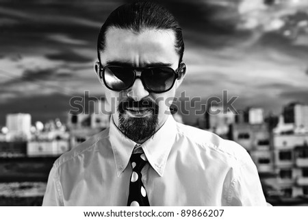 Black and white portrait of a man in sunglasses