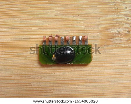 Black color glop top epoxy resin on Chip on board circuit