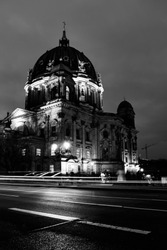 Black & Grey impressions, city, architecture, building, collecting memories and moments, captures in black and grey / white. City: Berlin