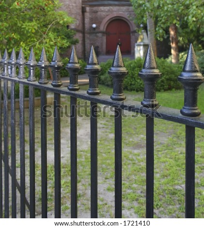 How to Build a front Fence. Picket fence, garden fence, woven wire