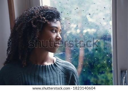 Black woman feeling depression symptoms alone at home Foto d'archivio ©