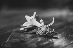 blackandwhite flower rings wedding macro