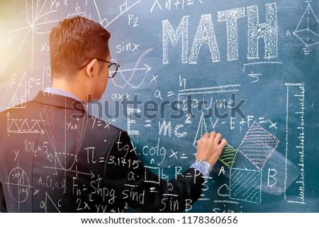 Blackboard with mathematical content,Writing with a variety of colors,To stimulate teaching,Front side Instructors are teaching mathematics,Right hand holds chalk.Graphics create mathematical content.